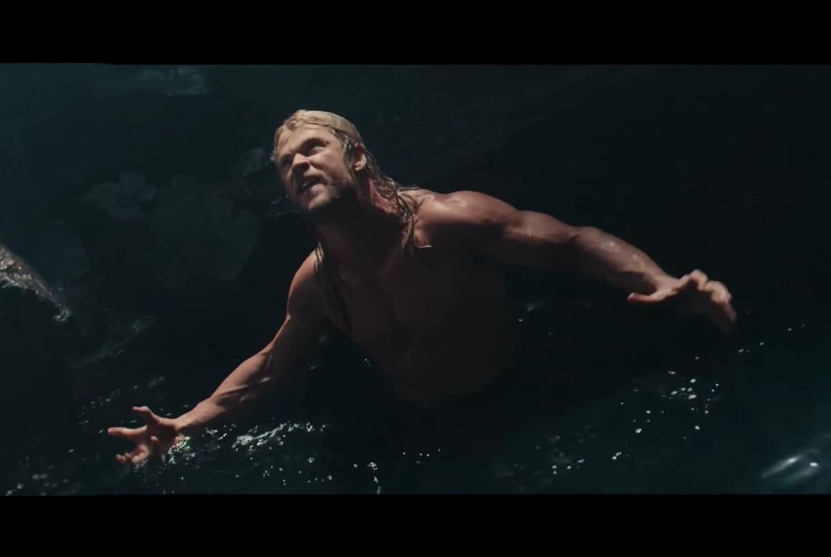 Видео: Крис Хемсворт разделся в сцене, не вошедшей в фильм «Мстители: Эра Альтрона»