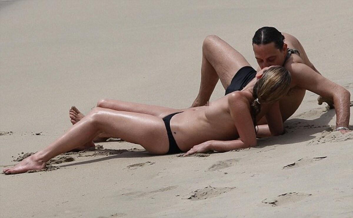 Кейт Мосс топлесс отдыхает на Кариббах
