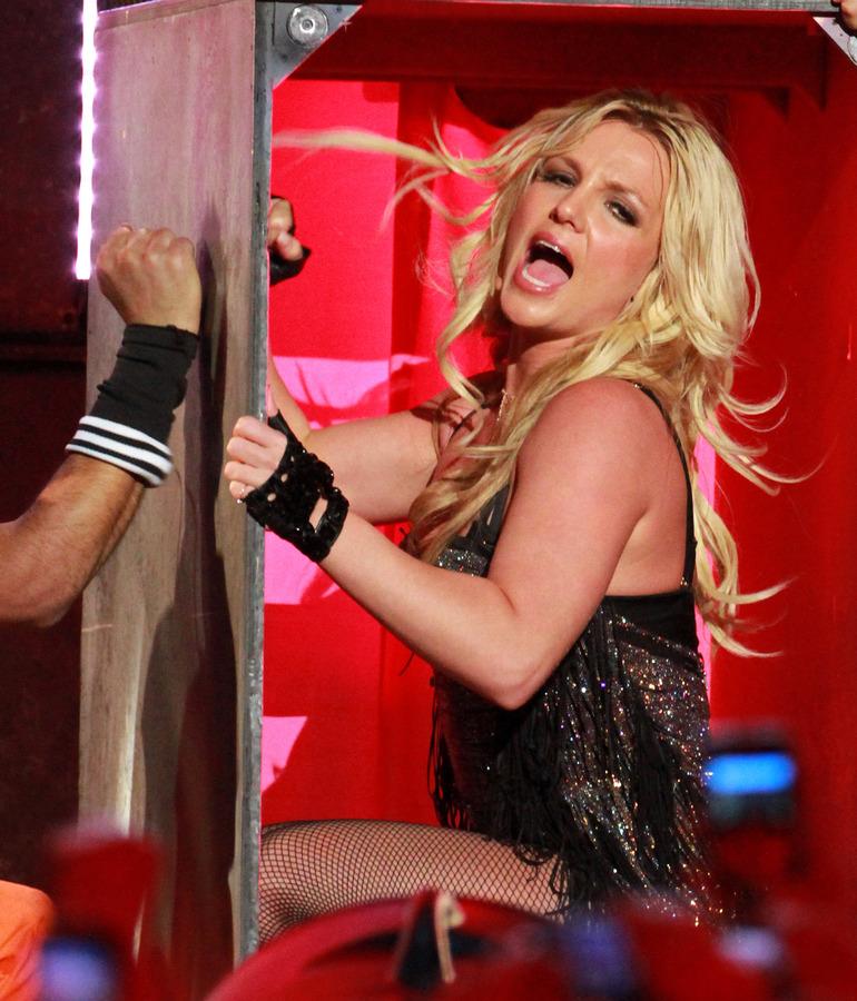 Бритни Спирс и Энрике Иглесиас не поедут в турне вместе... пока