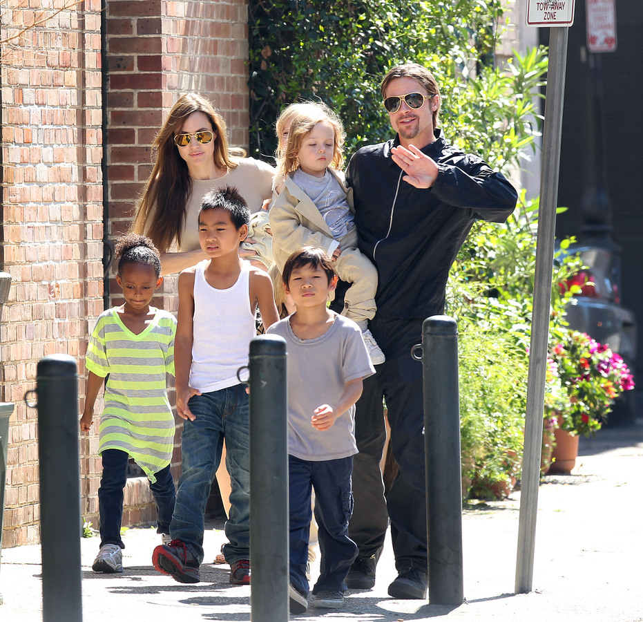Анджелина Джоли: мои дети помнят, откуда они родом