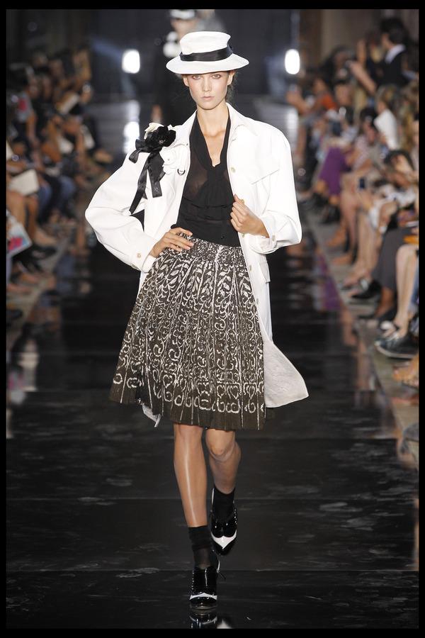 Показ John Galliano  Весна / Лето 2012 на неделе моды в Париже