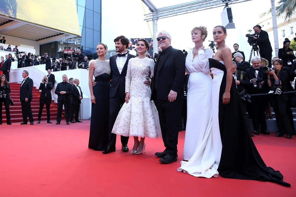 Звезды на премьере фильма «Джульетта» в Каннах