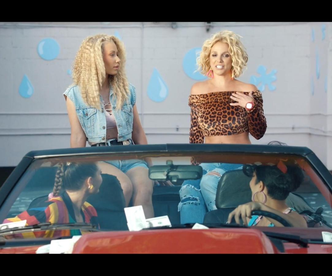 Бритни Спирс и Игги Азалия представили клип на совместную песню Pretty Girls