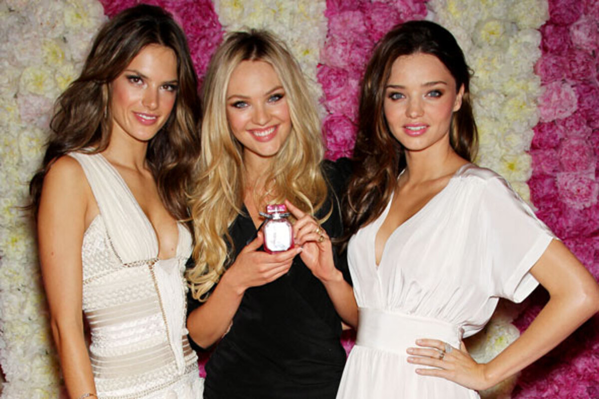 Ангелы Victoria's Secret представляют аромат Bombshell