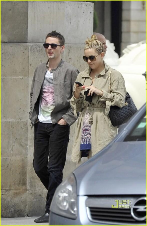 Кейт Хадсон и Мэттью Беллами на прогулке