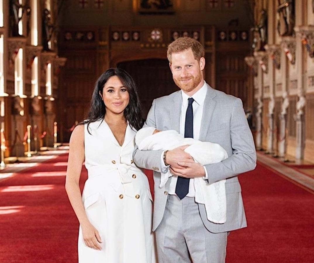 Фото: принц Гарри и Меган Маркл представили новорождённого сына