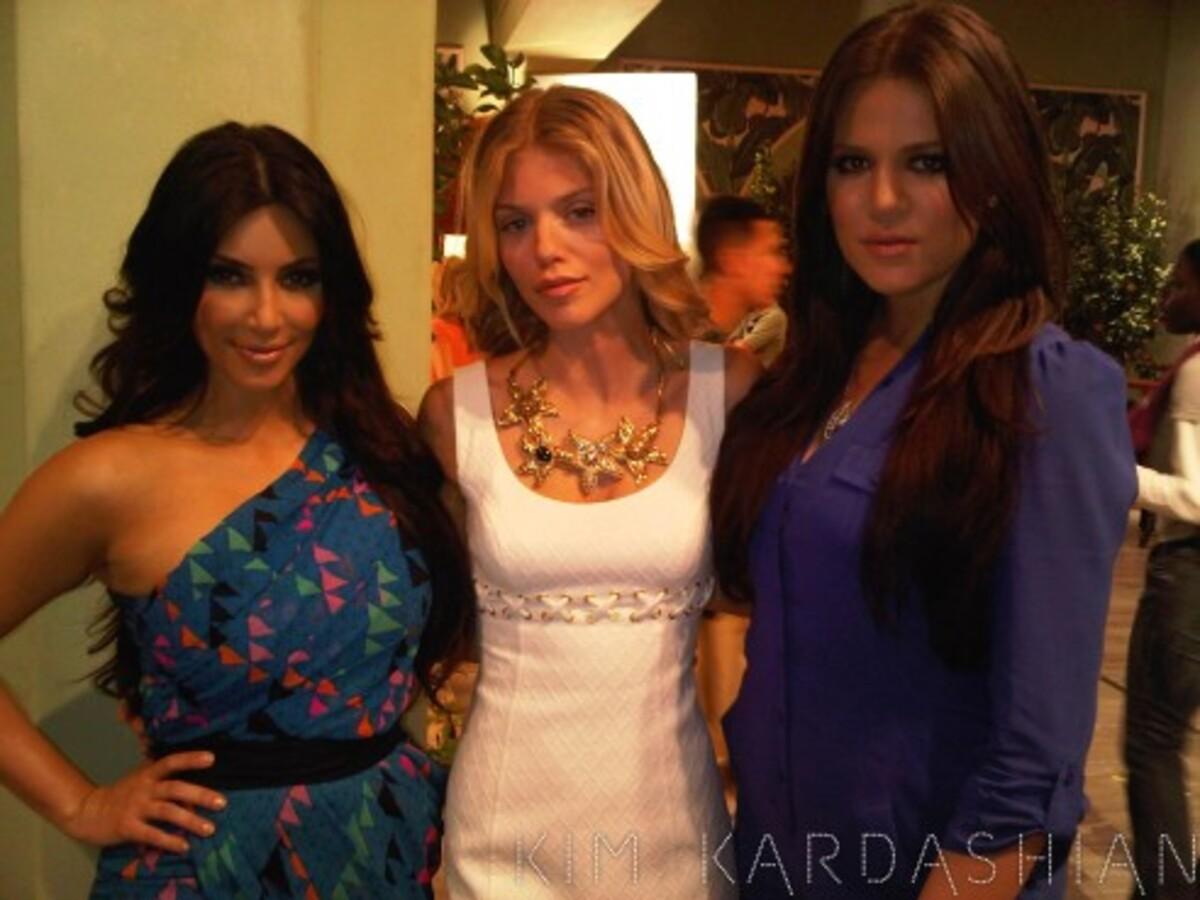 """Сестры Кардашиан появятся в """"90210"""""""