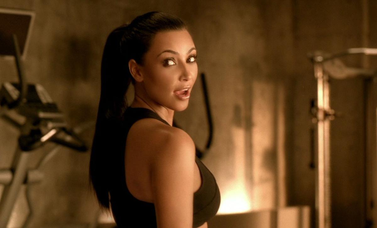Ким Кардашиан в рекламе Sketchers Shape-Ups