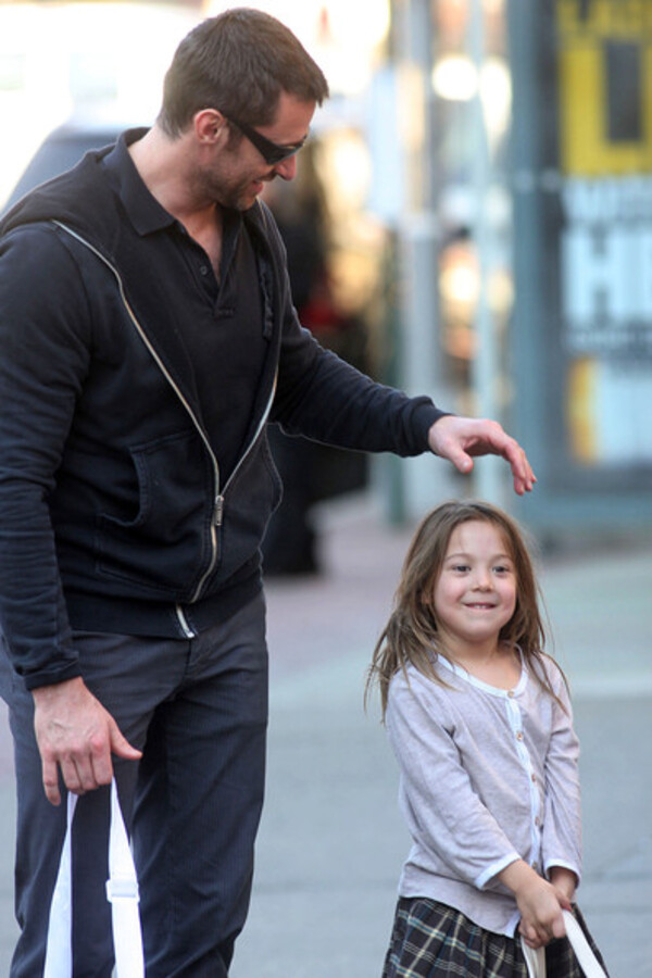 Хью Джекман и Мэттью МакКонахи гуляют с детьми