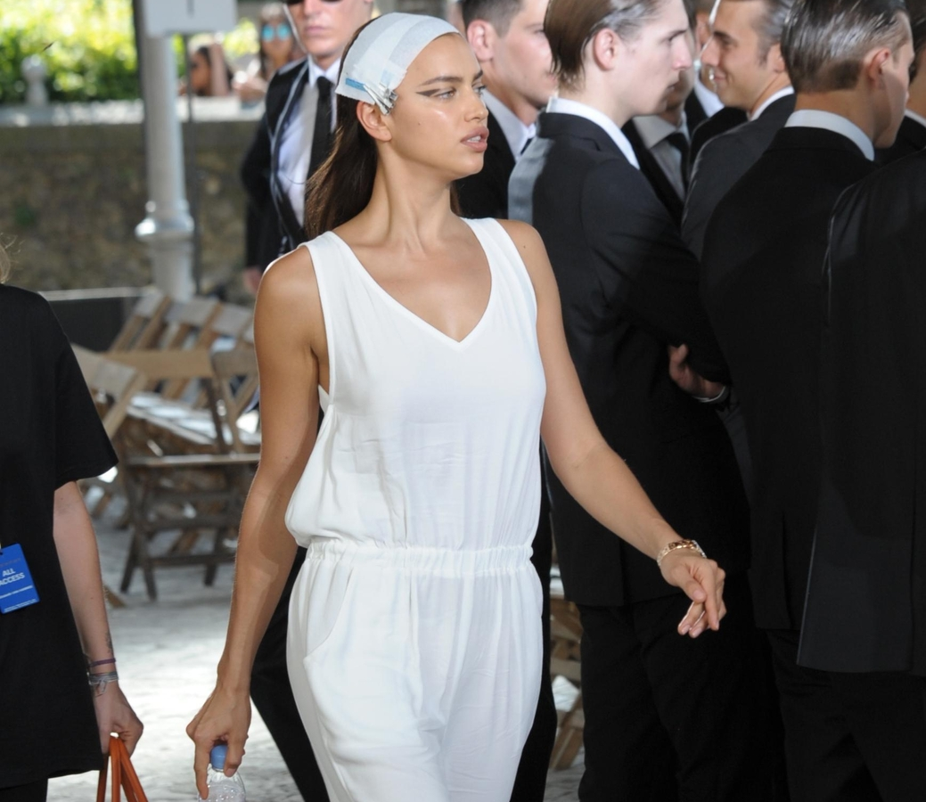 Ирина Шейк, Наоми Кэмпбелл, Кэндис Свейнпол и другие модели на показе Givenchy в Париже