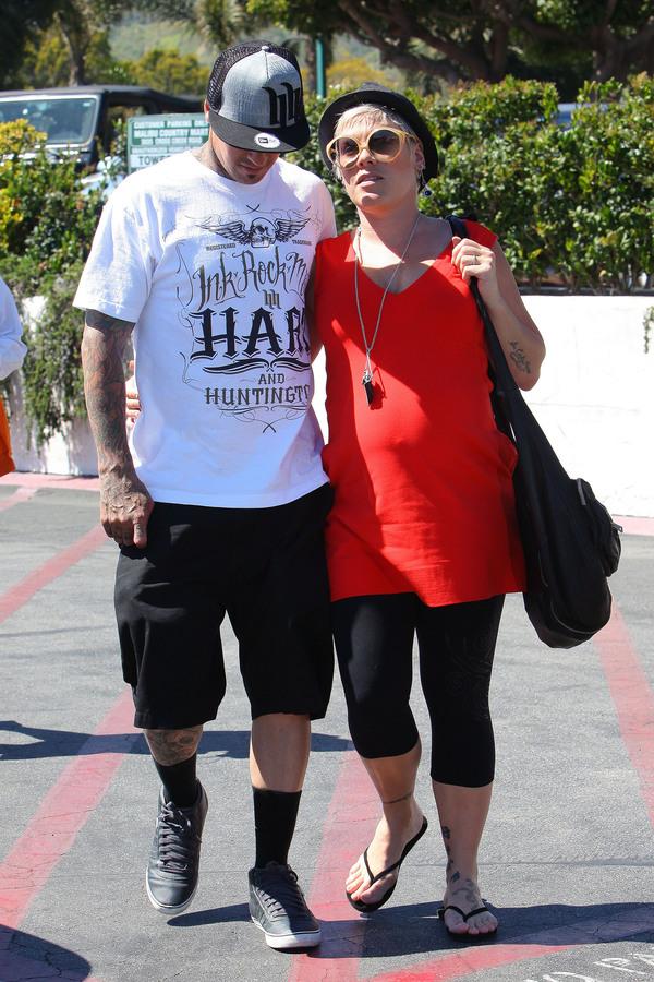Пинк с мужем Кэри Хартом в Малибу