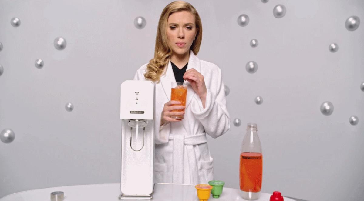Скарлетт Йоханссон в рекламе SodaStream