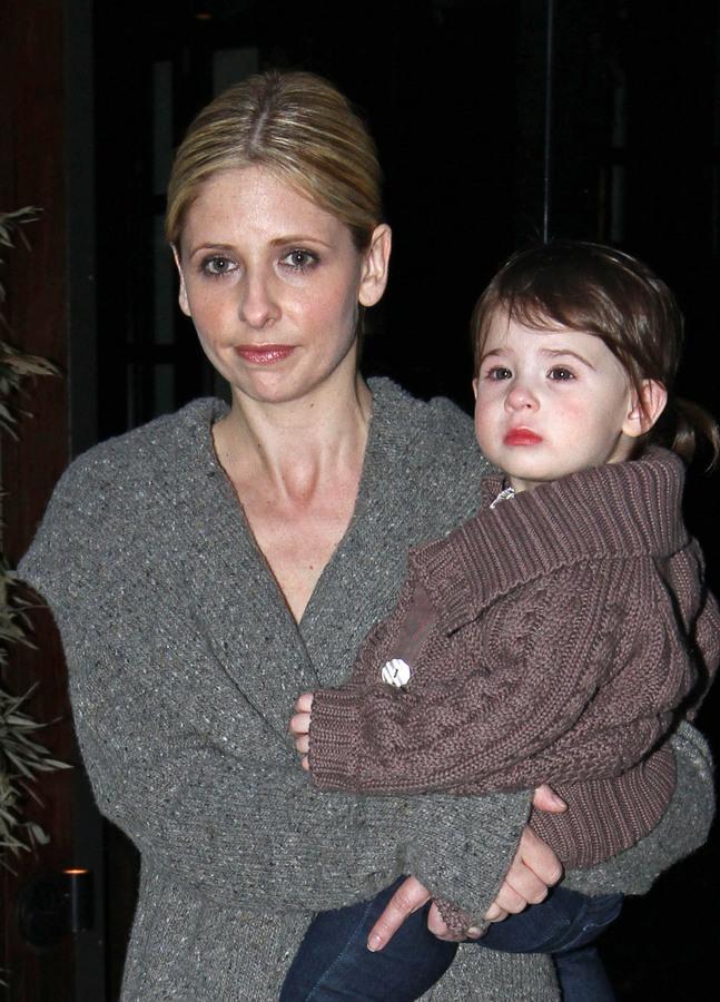 Сара Мишель Геллар и ее дочка на съемках фильма