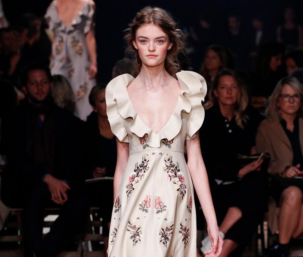 Модный показ новой коллеуции Alexander McQueen. Весна / лето 2016