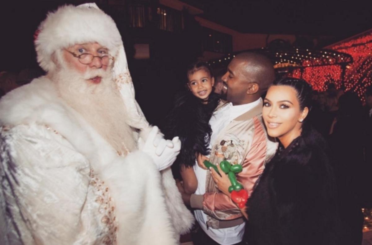 Ким Кардашьян показала семейные рождественские фото