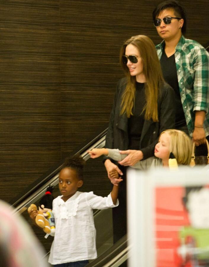 Анджелина Джоли с дочерьми в Лондоне