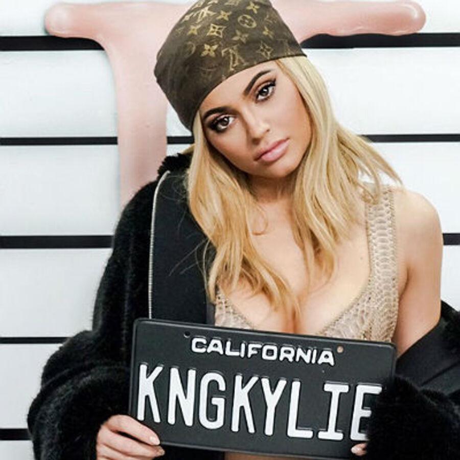 Кайли Дженнер снялась в рекламе своей косметической линии