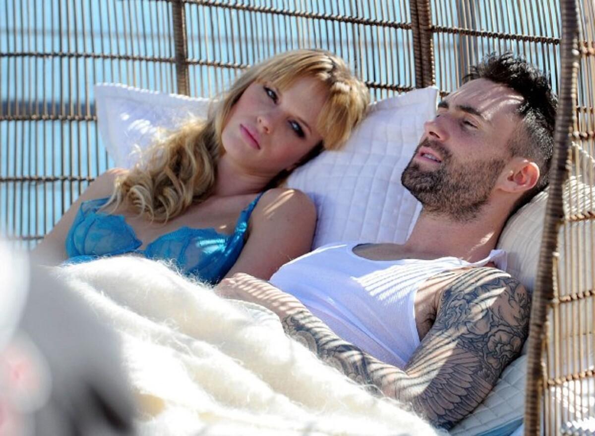 Клип группы Maroon 5 - Never Gonna Leave This Bed