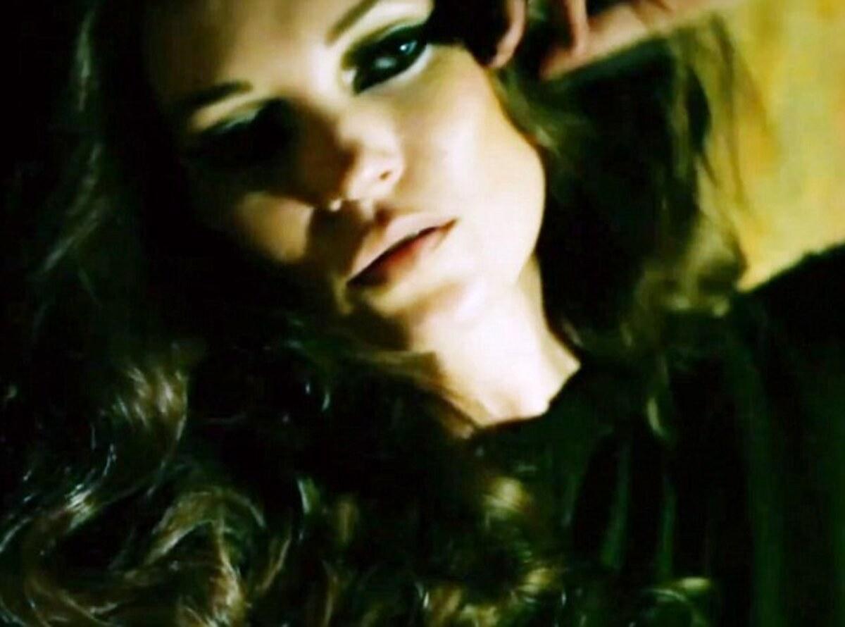 Клип Evan Voytas и Кейт Мосс - Tomorrow Night We'll Go Anywhere