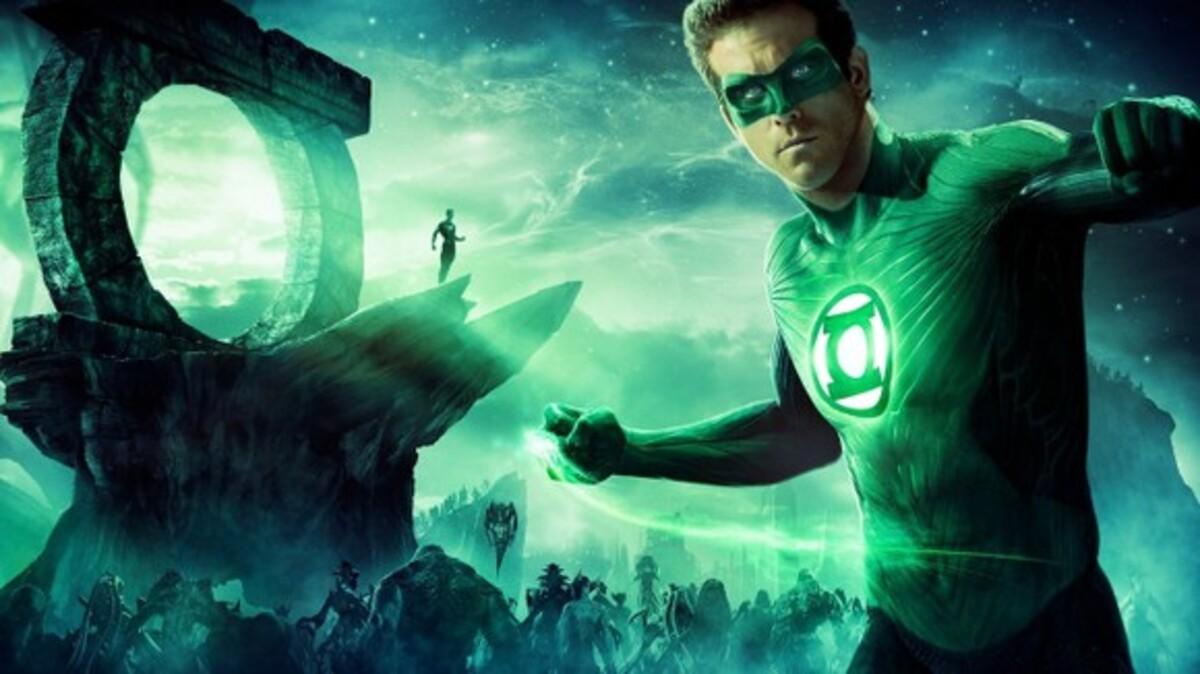 Новые фото Райана Рейнольдса в образе супергероя
