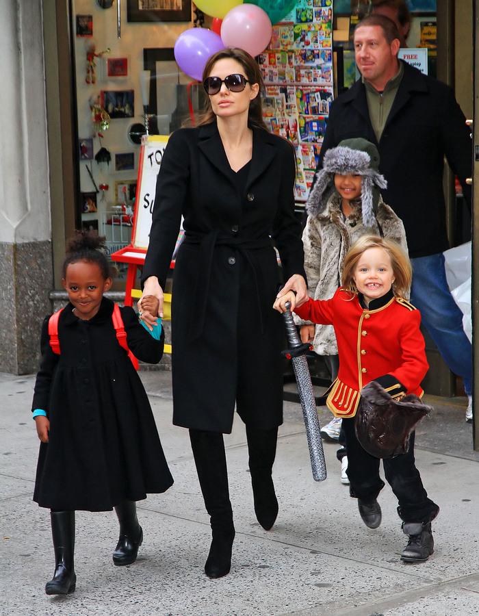 Праздничное настроение семейства Джоли-Питт