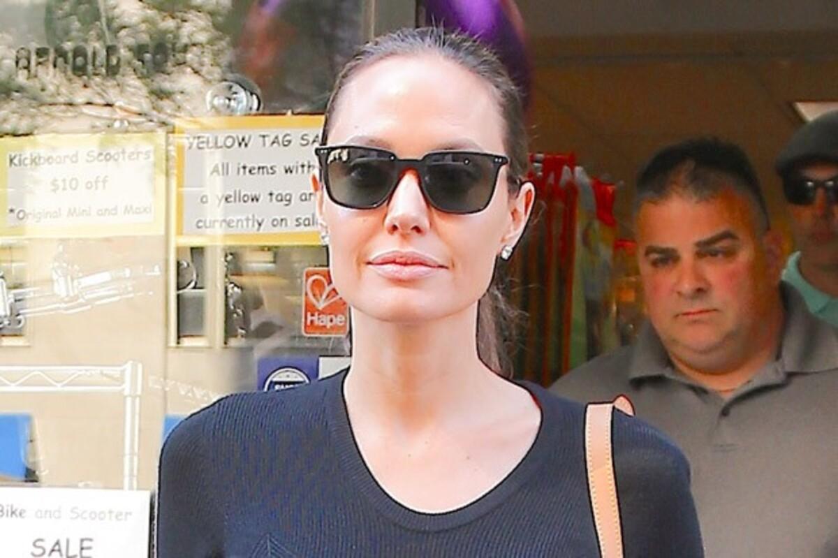 Анджелина Джоли впервые появилась на публике без кольца