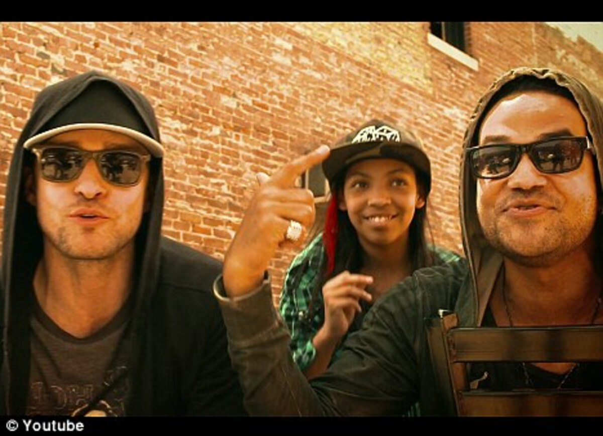 "Джастин Тимберлейк в клипе FreeSol - ""Hoodies On, Hats Off"""