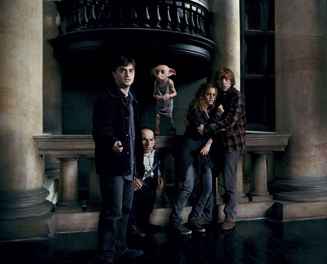"""Видео: Удаленные сцены из фильма """"Гарри Поттер и Дары смерти. Часть первая"""""""