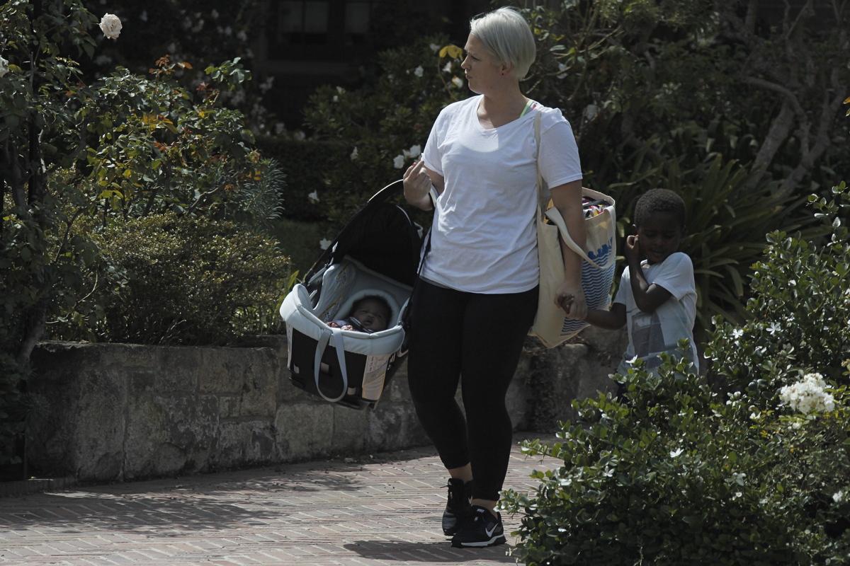 В Сети появились первые фото приемной дочери Шарлиз Терон
