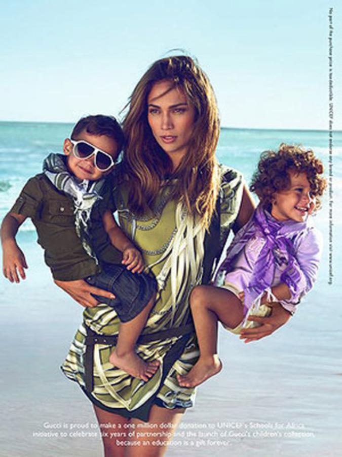 Дженнифер Лопес подвергли критике за съемки в рекламе Gucci