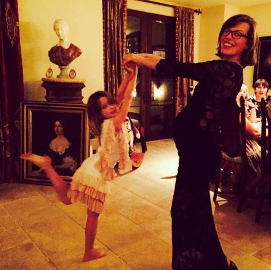 Звезды в социальных сетях: Алессандра Амбросио в самолете, а Миранда Керр в объятиях сына