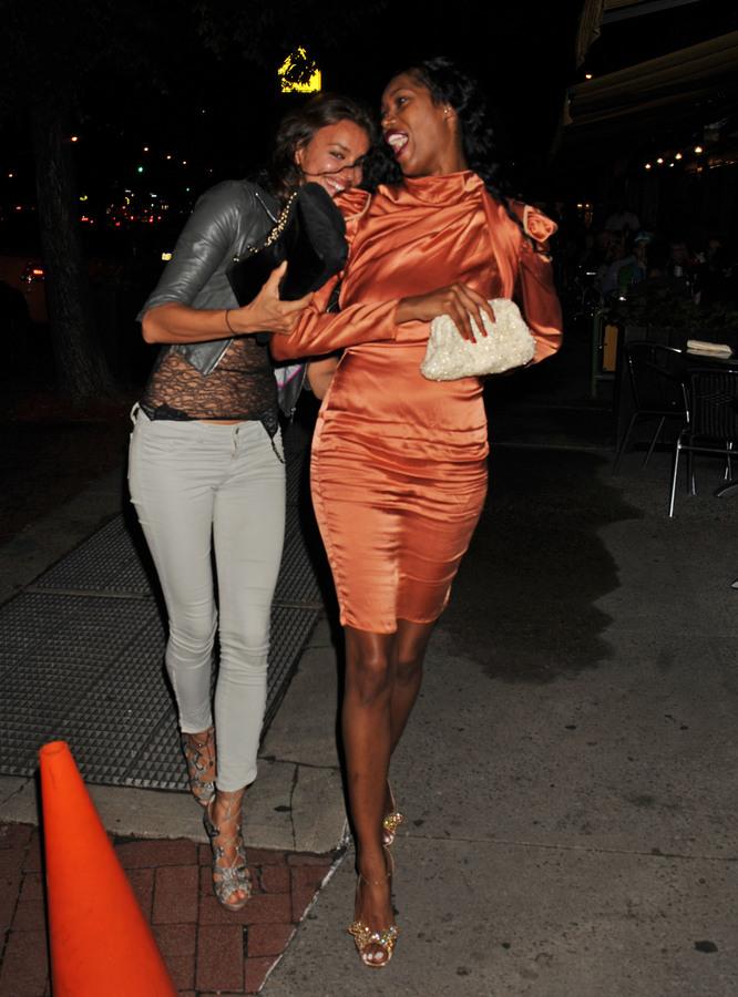 Ирина Шейк с подругой в Нью-Йорке