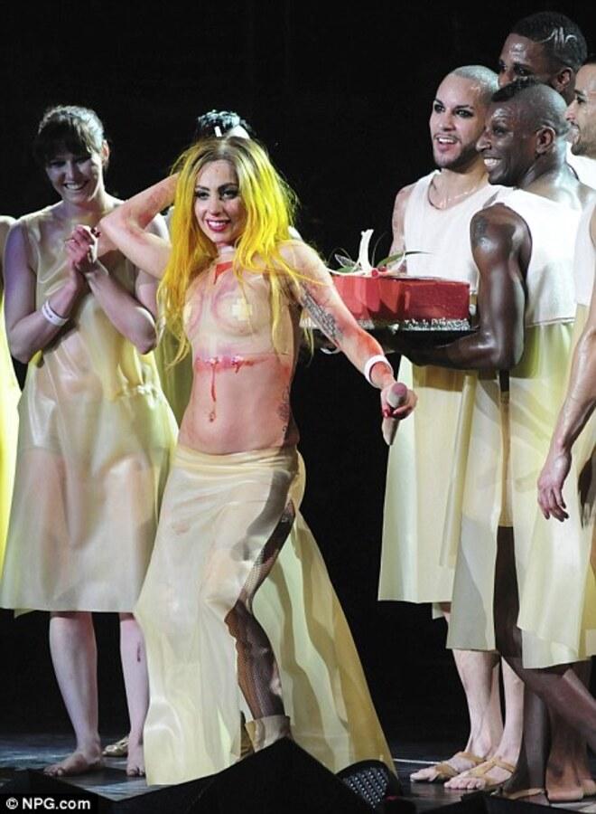 Lady Gaga отпраздновала день рождения на сцене