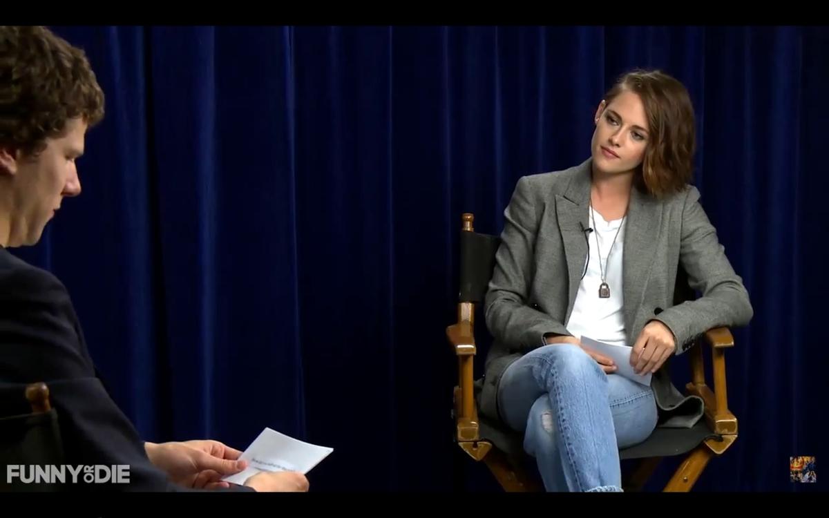 Видео: Кристен Стюарт заставила Джесси Айзенберга почувствовать себя женщиной