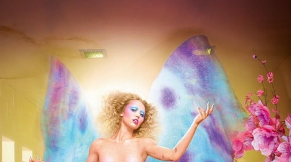Майли Сайрус снялась полностью обнаженной для обложки фотоальбома