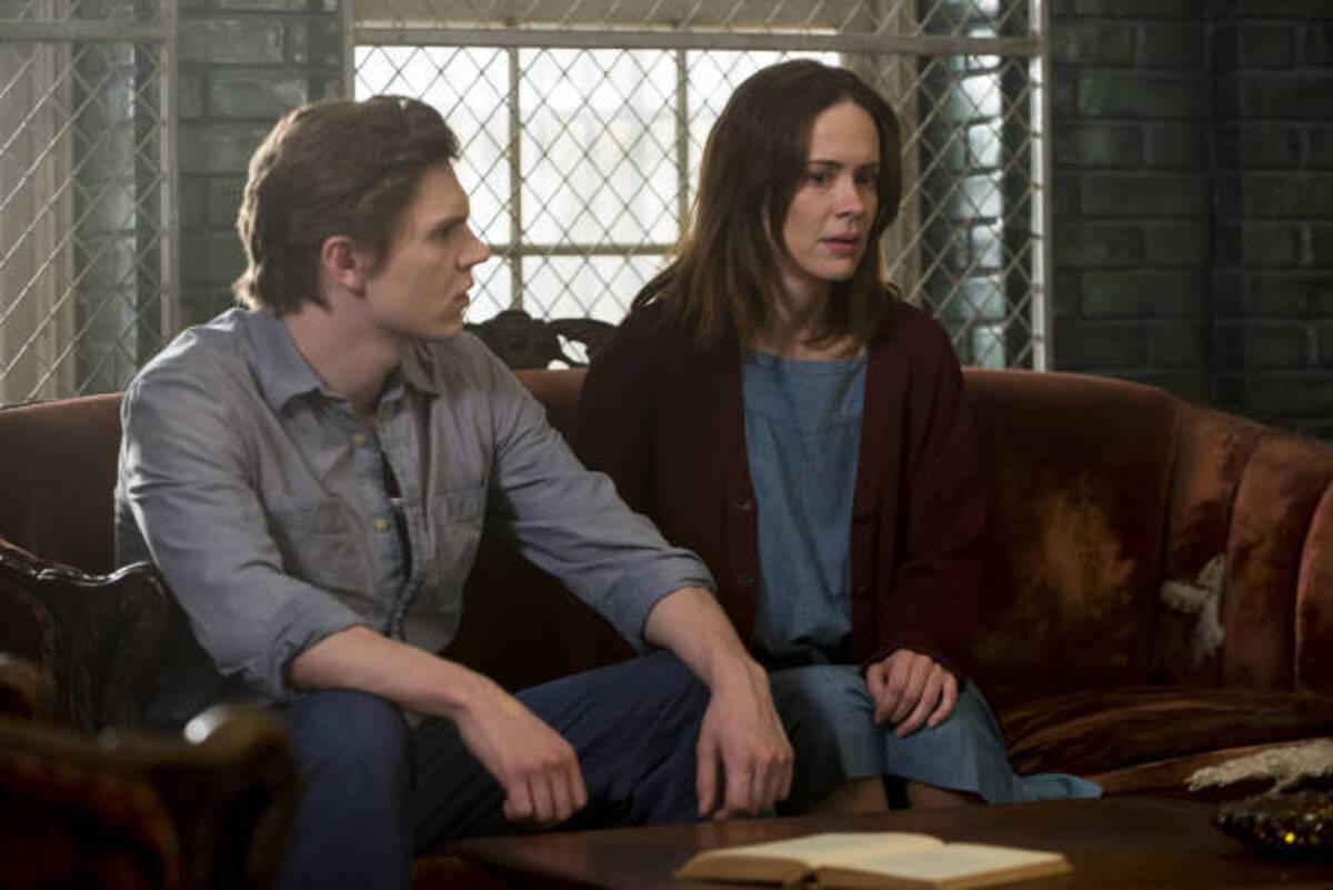 Официально: Сара Полсон и Эван Питерс вернутся в 7 сезоне «Американской истории ужасов»