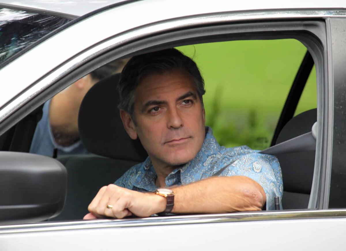 """Пляжная жизнь Джорджа Клуни на площадке фильма """"Гравитация"""""""