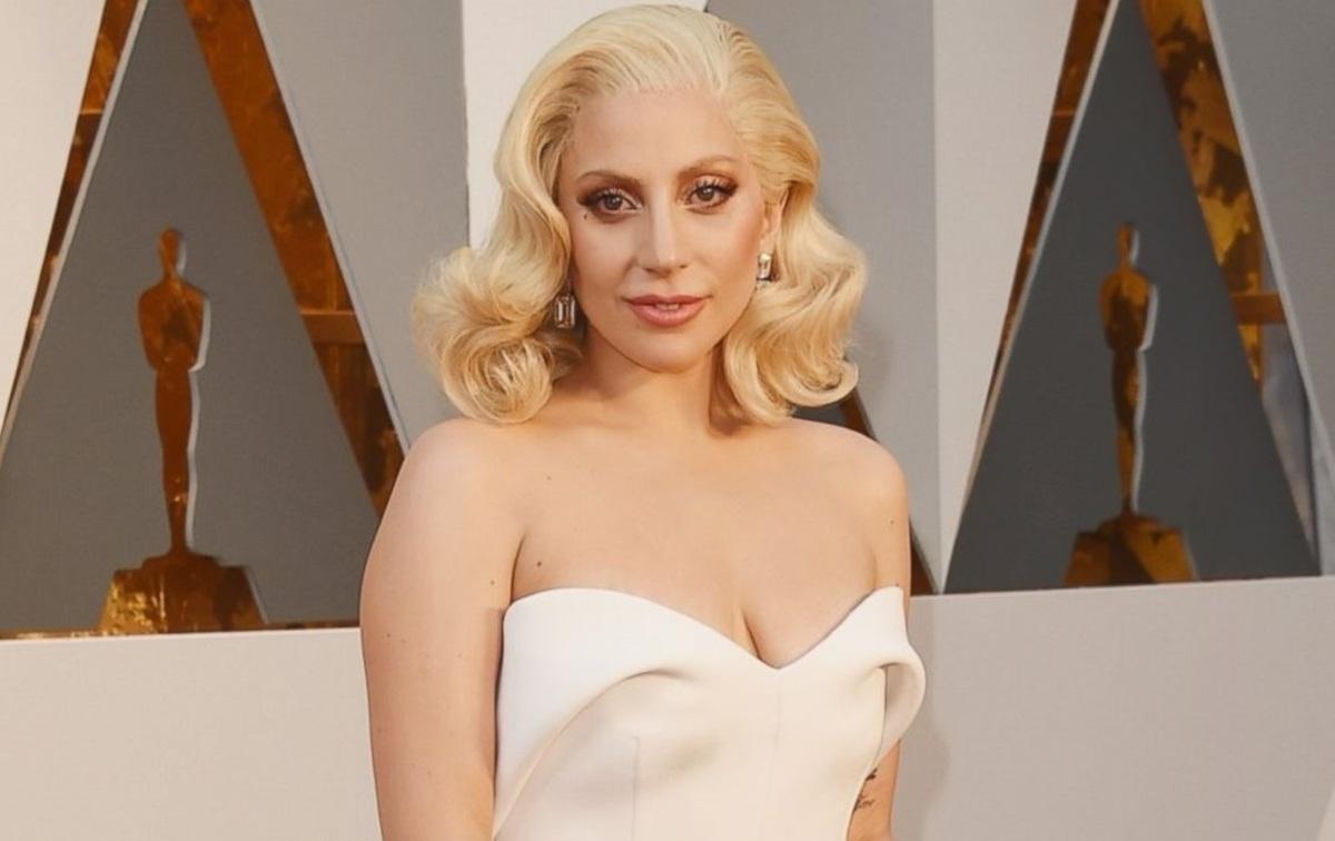 Леди Гага показала на красной дорожке «Оскар»-2016 украшения за 8 миллионов долларов