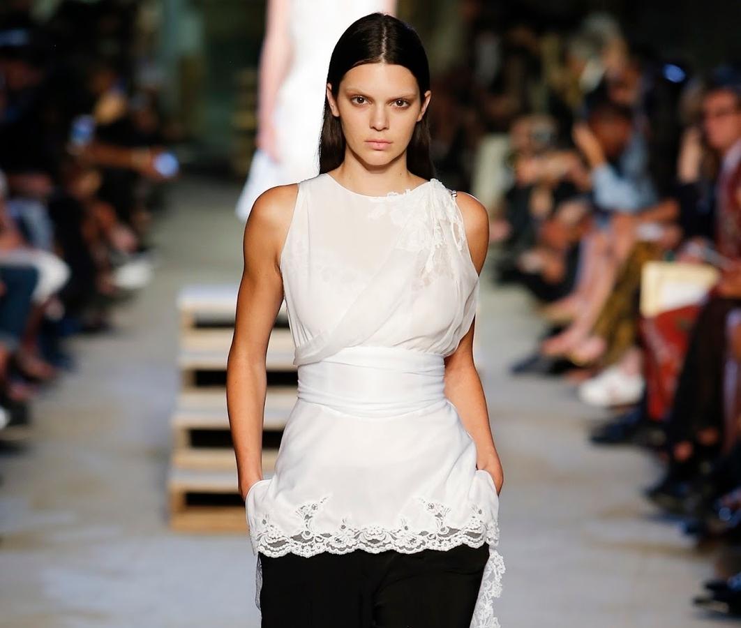 Модный показ новой коллекции Givenchy. Весна / лето 2016