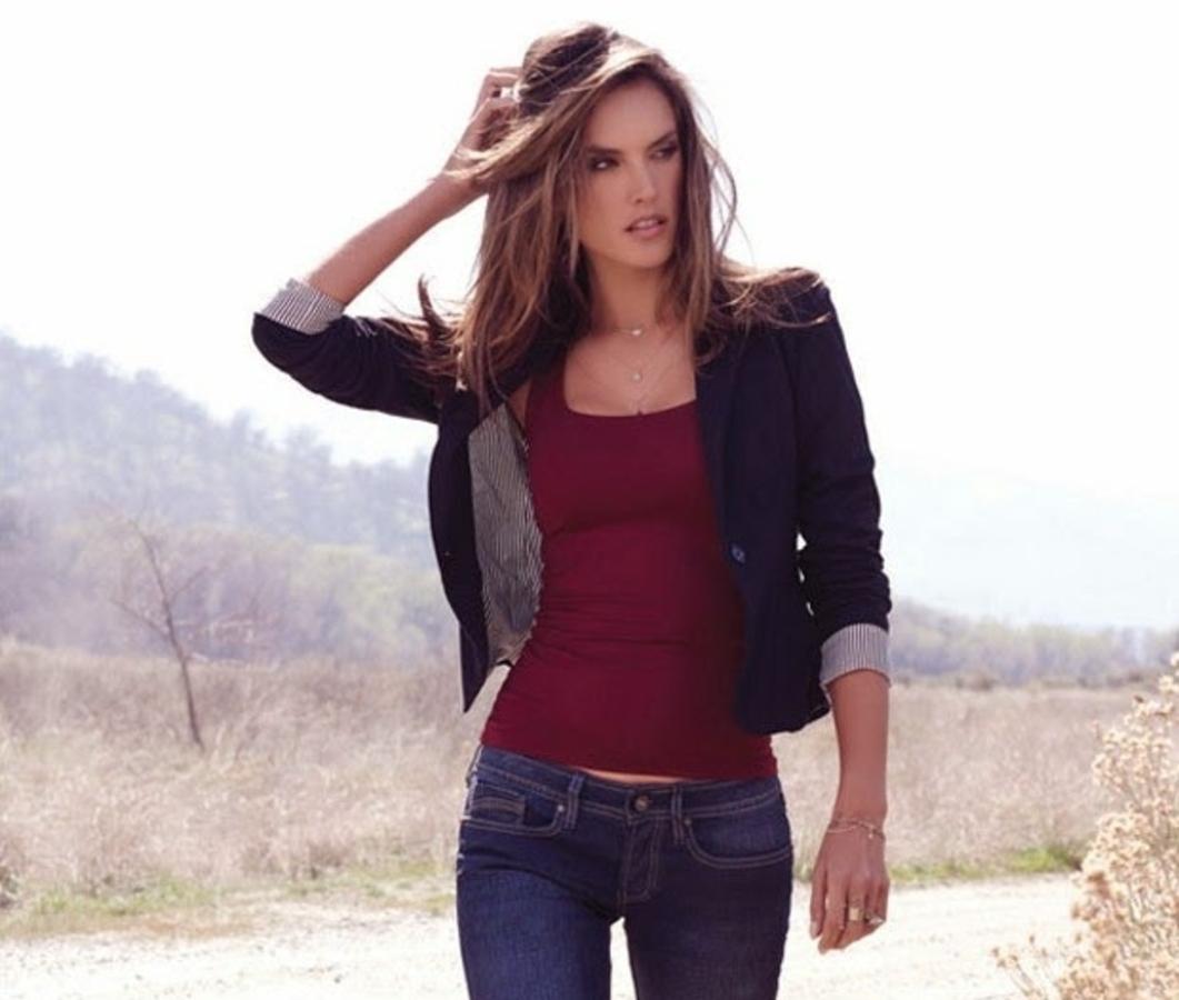 Алессандра Амбросио снялась в рекламной кампании модного бренда Arkitect. Осень 2015