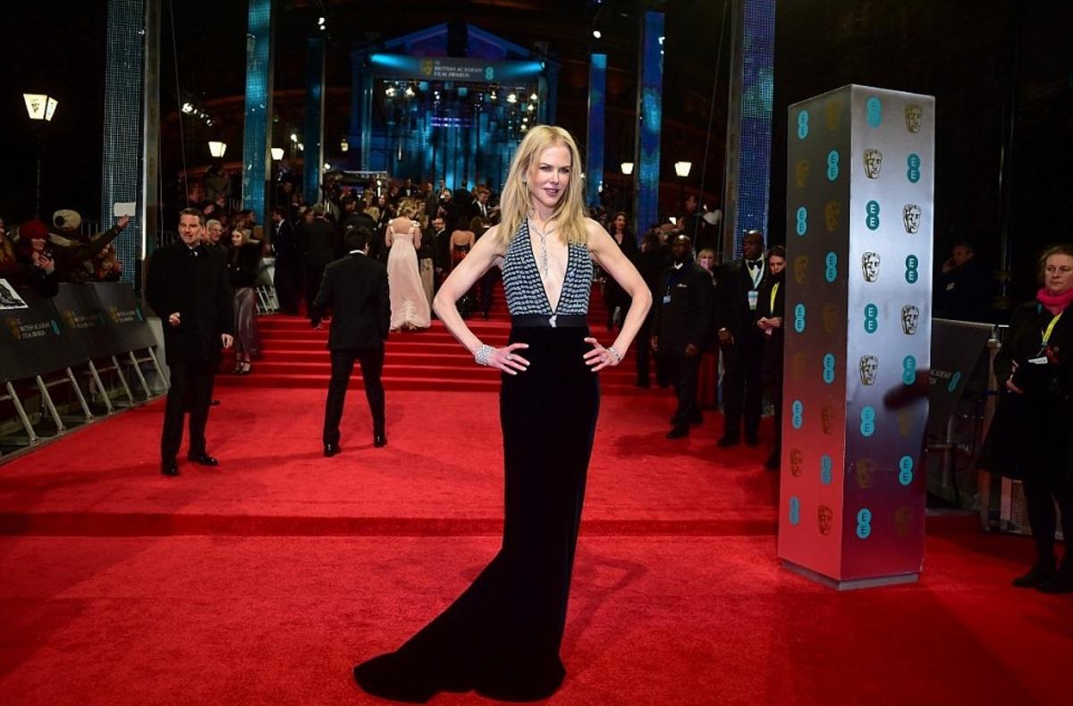Фото: звезды на красной дорожке церемонии BAFTA 2017