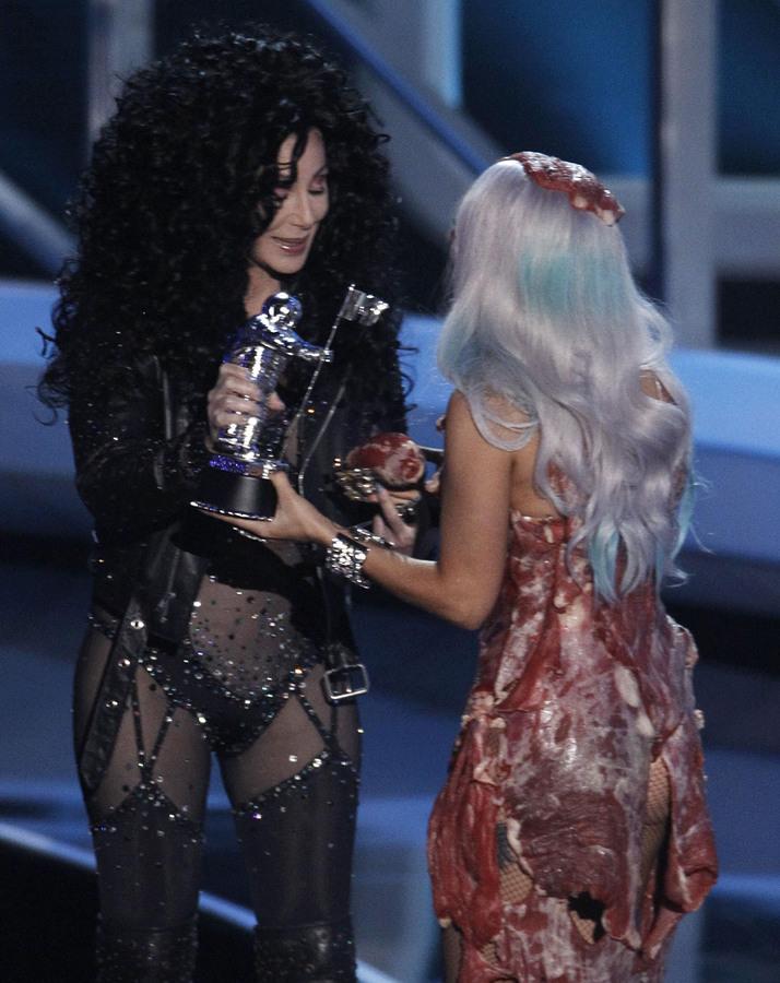 Lady GaGa споет с Шер