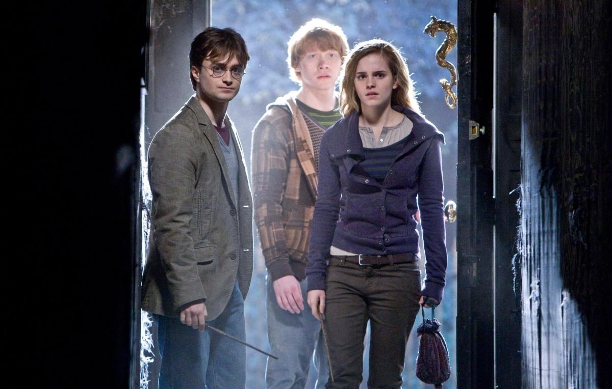 """12 отрывков """"Гарри Поттер и Дары смерти: Часть первая"""" и ролик о Крестражах"""