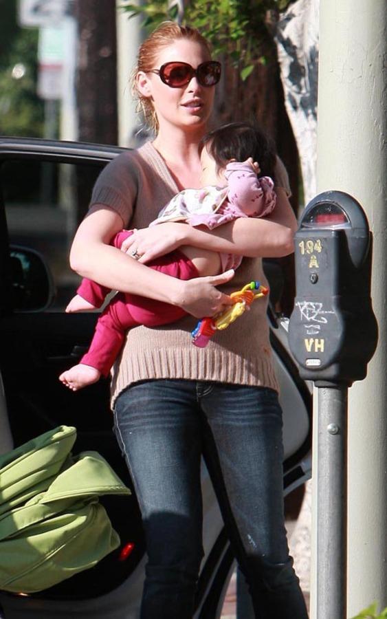 Кэтрин Хейгл со своей дочерью в Лос-Анджелесе