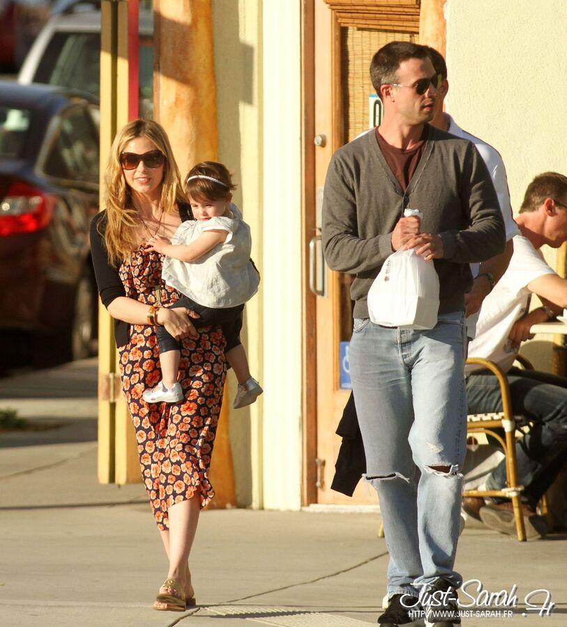 Сара Мишель Геллар с семьей в Санта-Монике