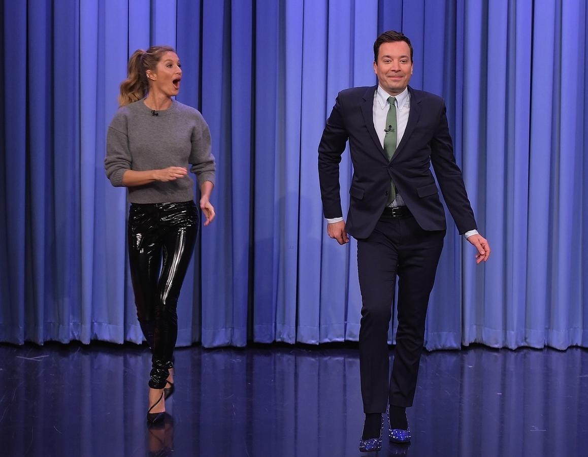 Видео: Жизель Бундхен преподала Джимми Фэллону урок модельной походки