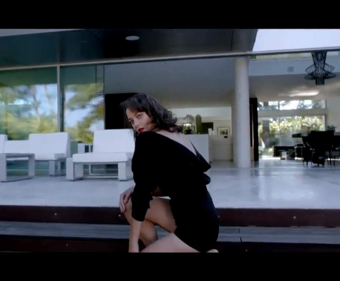 Марион Котийяр в новом рекламном ролике Lady Dior Enter the Game