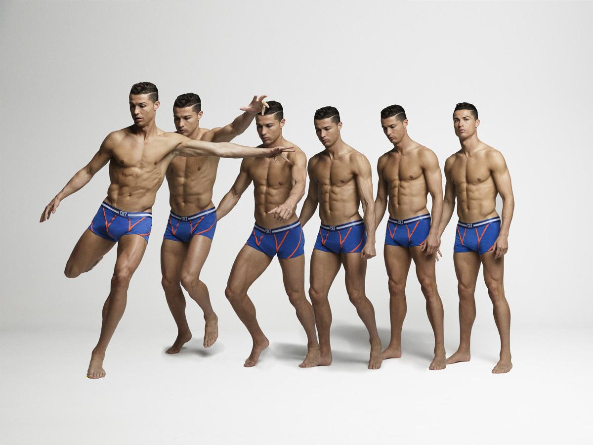 Криштиану Роналду вновь разделся для рекламы нижнего белья