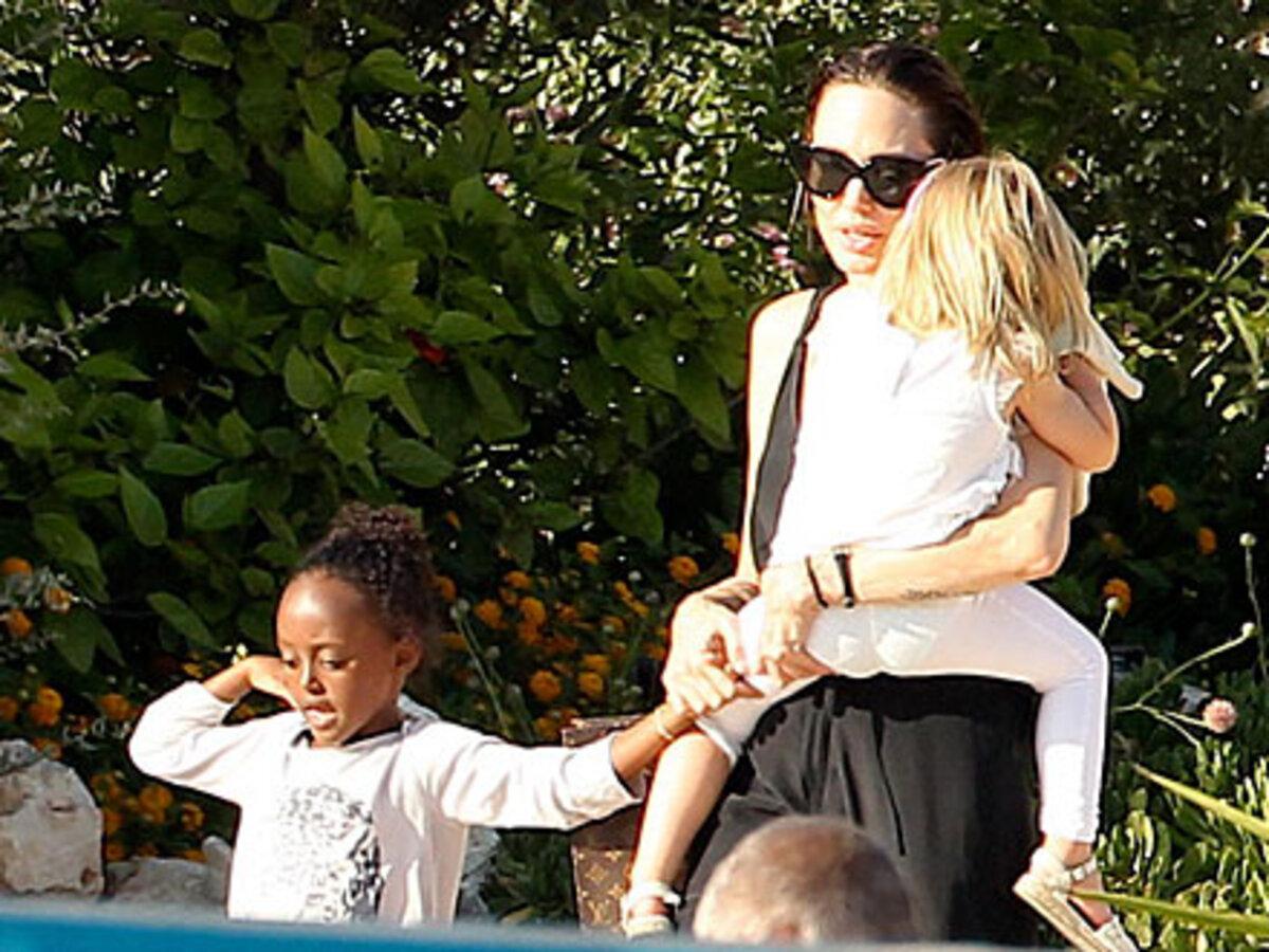 Анджелина Джоли и Брэд Питт познакомили своих детей с морскими животными