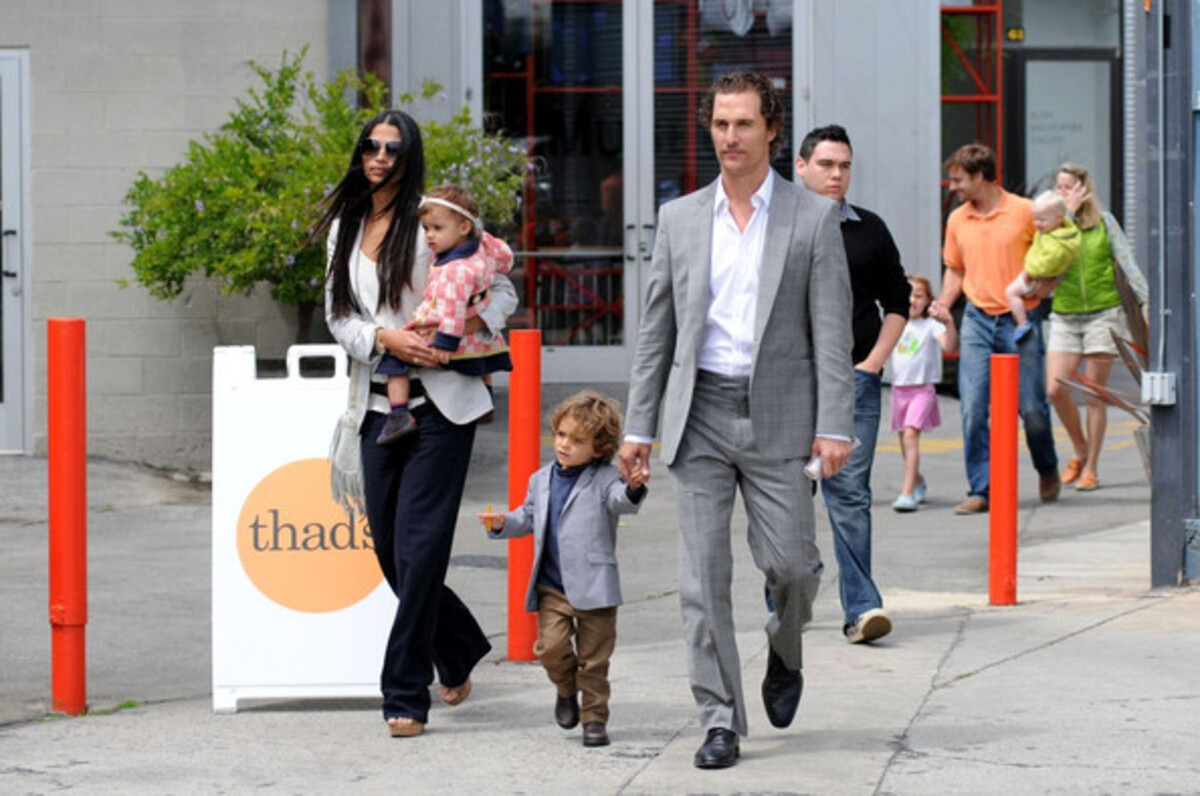 Мэттью МакКонахи с семьей в Санта-Монике